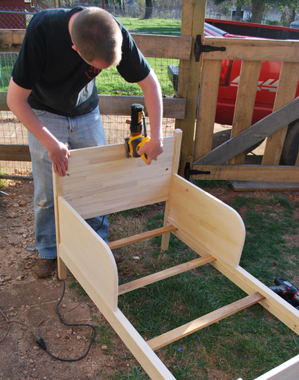 sanding toddler bed