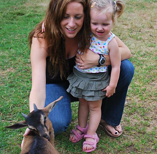 ella and mama on the friendly farm
